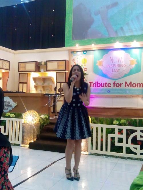 Angel penyanyi anak