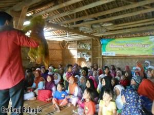 Berbagi Bahagia Bersama TabloidNova.com - Mendongeng- Lihatlah Wajah Ceria Anak-anak