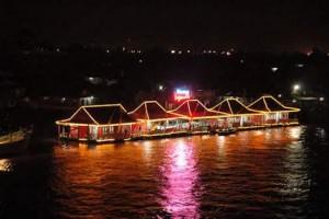 Rumah makan terapung di Sungai Musi. Image source