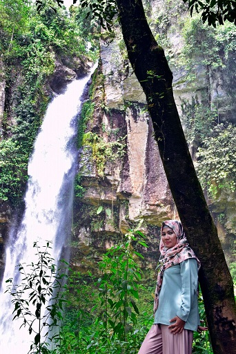 air terjun di way kanan