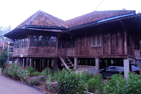 rumah tradisional Lampung