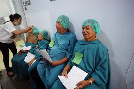 antri operasi katarak