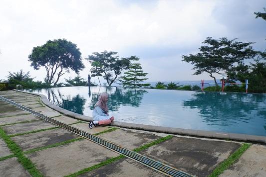 kolam renang hotel d'emmerick