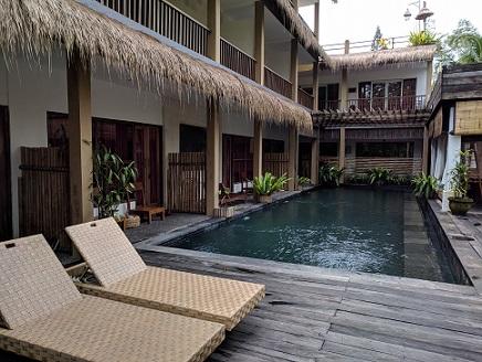bangku kolam renang alam sembuwuk resort