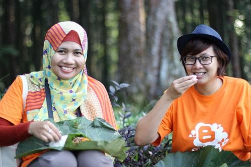 makan nasi daun jati