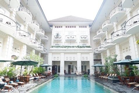 kolam renang hotel phoenix