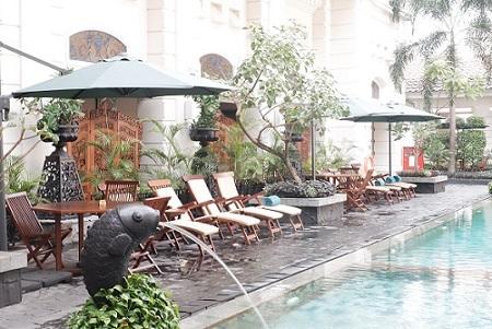 kolam renang phoenix hotel