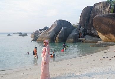 pasir putih pantai tanjung tinggi