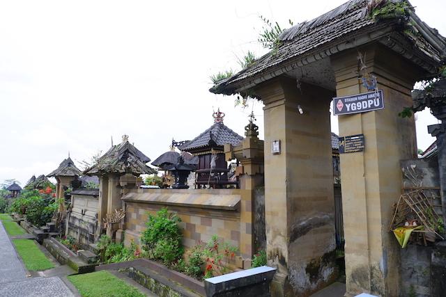 gapura rumah di desa panglipuran