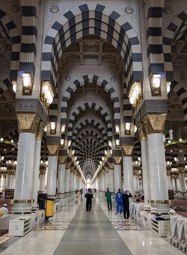bagian dalam masjid nabawi
