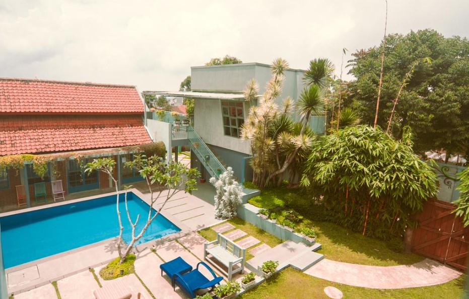 Barn Villa Lembang (Booking.com)