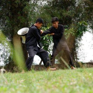 Perebut Seeng di Kampung Sindang Barang